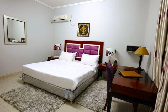 Hotel Ritz Calulo - Image 8