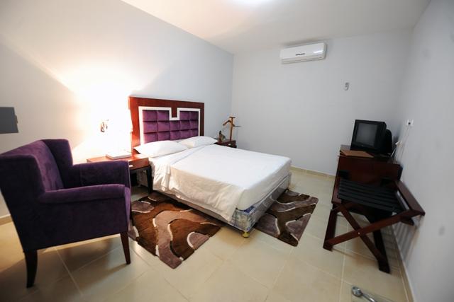 Hotel Ritz Calulo - Image 3