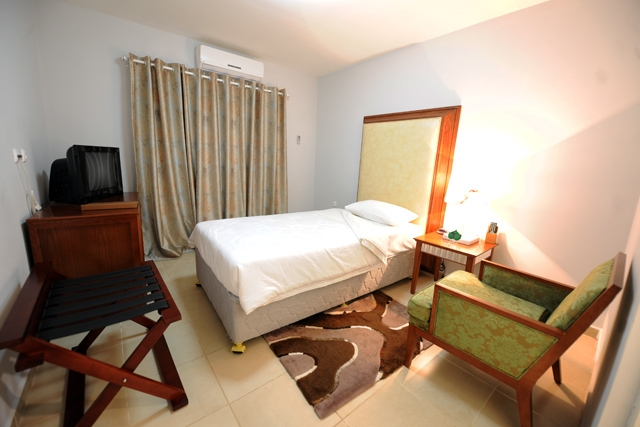 Hotel Ritz Calulo - Image 5