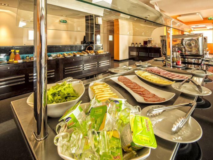 IU Hotel Luanda Cacuaco - Image 2