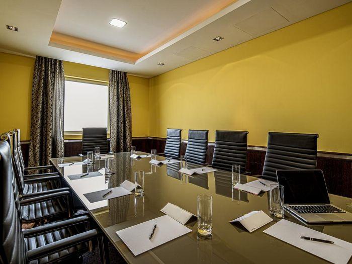 Iu Hotel Dundo - Image 2