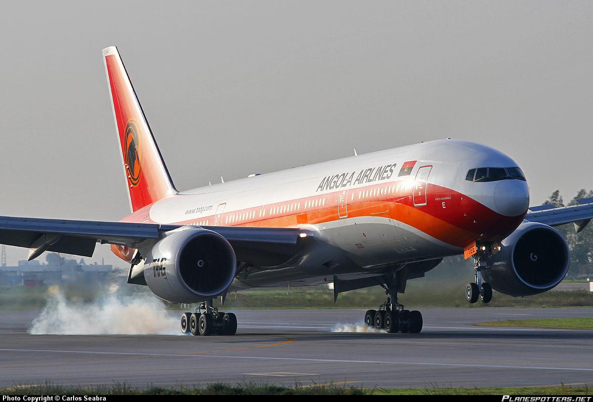 Novo Boeing 777 da TAAG chega a Luanda
