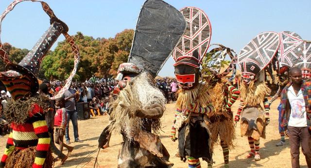 Moxico: Festival Luvale visa transmitir e preservar cultura - Rainha Nhakatolo