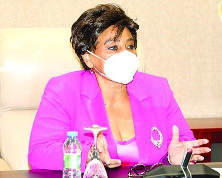 Ministra de Estado para a Área Social orientou a reunião © Fotografia por: Santos Pedro